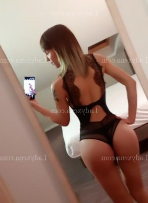 Jouri fille libertine escort girl à Fos-sur-Mer